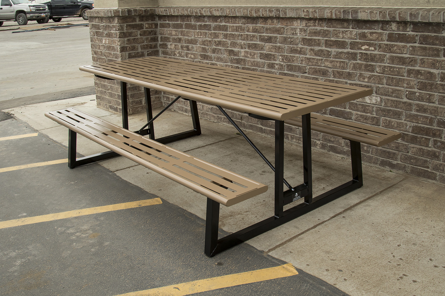 What makes the metal picnic table so durable